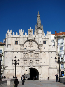 The Arco de Santa Maria with the statues of the Spanish kings. Photo: KW.