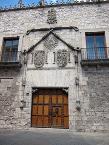 Entrance to the Casa del Cordón. Photo: KW.