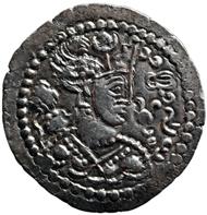 König Tuba-zini (1. Hälfte 5. Jh. n. Chr.), Drachme (Silber). Münzstätte in Baktrien. Kunsthistorisches Museum.
