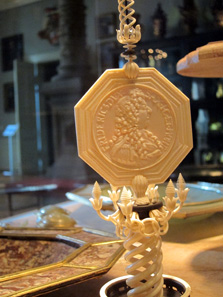 Object made of ivory with miniature medallions. Photo: KW.