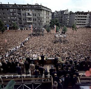 KN-C29248 Präsident Kennedy spricht am 26. Juni 1963 auf dem Rudolph Wilde Platz, West-Berlin. Foto: Robert Knudsen, Weißes Haus / Wikipedia.