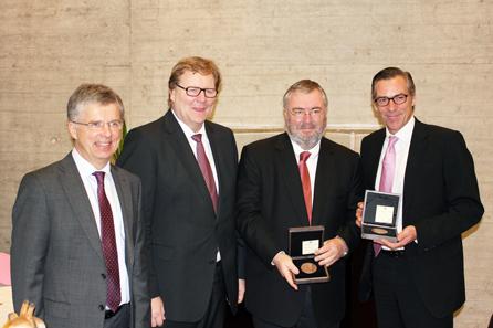Von links nach rechts: Herr Dr. Peter Huber (Münzleiter der Staatlichen Münzen Baden-Württemberg), Ministerialdirektor Wolfgang Leidig, Joachim Steiff, (Urgroßneffe der Firmengründerin) und Martin Hampe (Geschäftsführer).