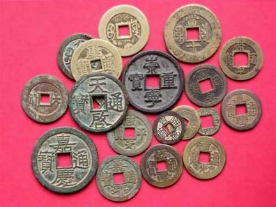 Coins of China (Song through Qing dynasties), Japan and Korea. Source: Shizhao / http://creativecommons.org/licenses/by-sa/3.0/deed.en.