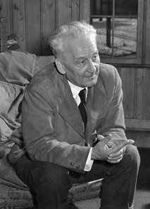 Portrait of Nobel Prize laureate Albert Szent-Györgyi, c.1948. Photo: J. W. McGuire / US National Institutes of Health.