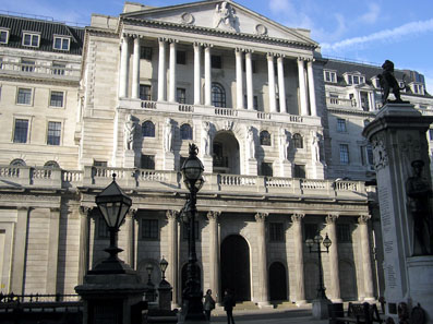 Der Hauptsitz der Bank of England in der Threadneedle Street, London. Foto: Adrian Arpington / Wikipedia.