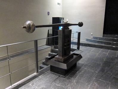 Screw press in the hallway. Photo: KW.