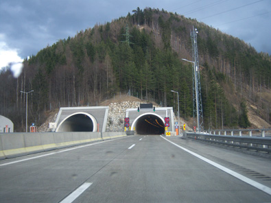 Semmering tunnel. Western portal. Photo: My friend / Wikipedia. http://creativecommons.org/licenses/by-sa/3.0/deed.de.