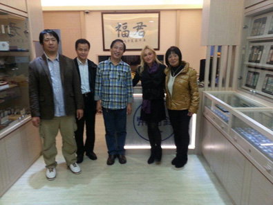 Fuchin Stamps and Coins Co. President Chien-Fu Chou (center) and Director Stanley Chou (far left) invited Muriel Eymery (second from right) and Jim Lam (second from left) to visit their shop in Taipei.