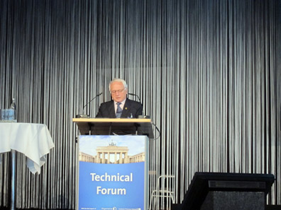 Albert M. Beck opening the Forum. Photo: BS.