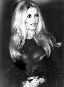 Brigitte Bardot auf einer Cocktailparty 1968. Foto: Michel Bernanau / Wikipedia.