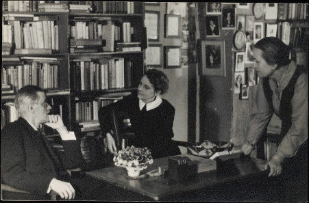 James Joyce discussing with Sylvia Beach who published Ulysses first and Adrienne Monnier at Shakespeare & Co. in Paris in 1920. Source: Beinecke Rare Book & Manuscript Library, Yale University / Wikipedia.