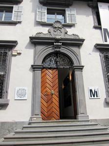Entrance to the Bolzano Mercantile Court. Photo: KW.