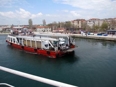 Ferry across the Dardanelles at Gelibolu. Photo: KW.