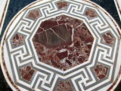 Marble ornament from the synagogue. Photo: KW.