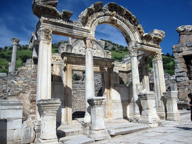 The so-called Temple of Hadrian. Photo: KW.