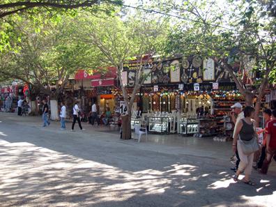 Das Eldorado des touristischen Einkaufs. Foto: KW.