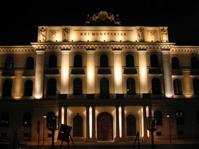The Austrian Mint by night. Photo: Contributor / http://creativecommons.org/licenses/by-sa/3.0/deed.en