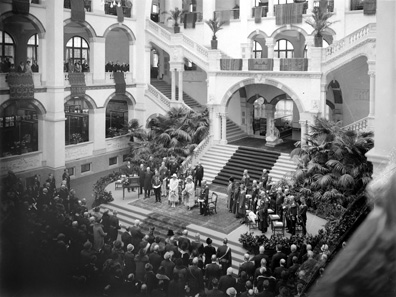 The museum's Lichthal at the opening in 1926 ... Photo: Tropenmuseum Amsterdam.