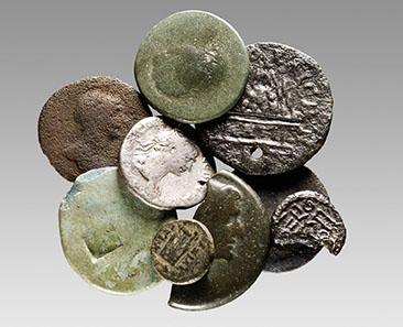 Östliche Prägungen aus Xanten. Die zahlreichen Münzen aus dem Osten des Reichs belegen die vielfältigen Kontakte zwischen den einzelnen Reichsteilen. © LVR-Archäologischer Park Xanten.