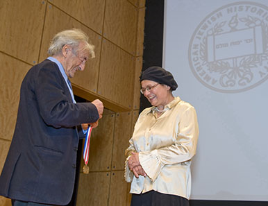 Elie Wiesel presenting the Emma Lazarus Statue of Liberty Award to Avital Sharansky, courtesy of the American Jewish Historical Society, photo Melanie Einzig.